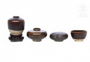 Lot of four pieces of glazed pottery, Southeast Asia.